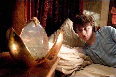 Que fait l'œuf quand Harry l'ouvre sous l'eau ? (tome 4)