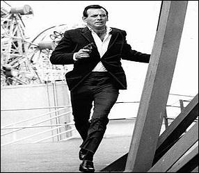 Série diffusée sur la deuxième chaîne de l'ORTF, dès le mois d'août 1967. Le héros est accusé du meurtre de sa femme et doit fuir la police.