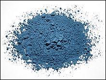 Quelle pierre, réduite en poudre, donne de la couleur bleue ?