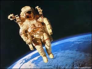 Les astronautes ont de la chance quand même ! Voir la Terre comme peu d'homme l'ont vue.Par contre, ceux qui ont moins de chance, ce sont leurs os. Pourquoi donc ?