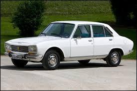 Pouvez-vous me donner le nom de cette première voiture ?
