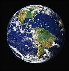 Combien de kilomètres fait la circonférence de la Terre à l'équateur ?