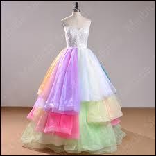 De quelle couleur est une robe 'incarnate' ? (La syllabe 'carn' devrait vous mettre sur la bonne piste) ;-)