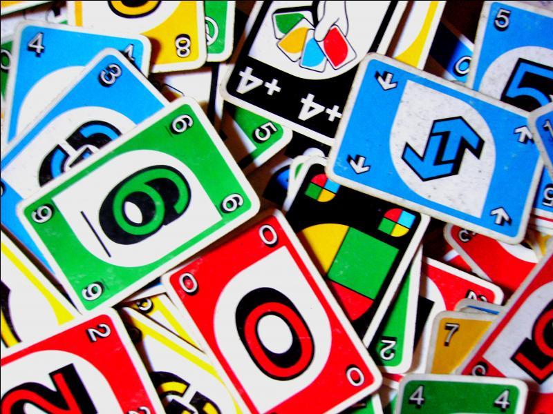En jouant à ce jeu, que faut-il s'écrier lorsqu'il nous reste une seule carte ?