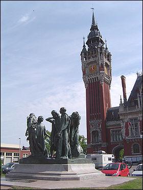 Parmi les trois citées, quelle ville française est la plus proche des côtes anglaises ?