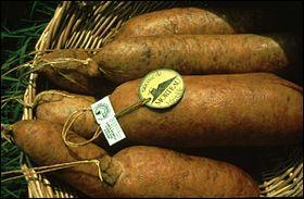 """Morteau est célèbre pour sa spécialité de saucisse fumée """"la Belle de Morteau"""". Près de quelle frontière la ville se trouve-t-elle ?"""