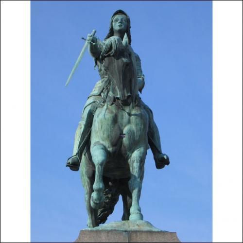 A l'époque romaine cette ville sur la Loire s'appelait Cenabum. Quelle est-elle ?