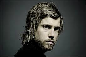 ''Corbeau blanc'' est une chanson de Julien Doré qui fut découvert en 2007 dans l'émission...