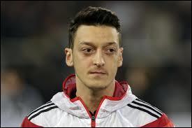 Quel(s) club(s) Mesut Özil a-t-il parcouru toute sa carrière ?