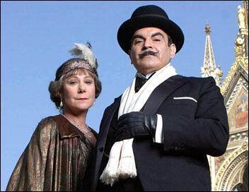 """Les petites cellules grises d' Hercule Poirot devront beaucoup travailler pour gagner la partie, dans ce roman policier intitulé """"Cartes sur table"""", dont l'auteur, bien sûr, n'est autre que :"""