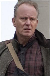 """Toujours dans """"Thor"""", nous avions aussi vu apparaitre le personnage du professeur Erik Selvig, qui reprend ici du service, toujours sous les traits de :"""
