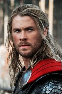 Qui s'est fait connaître grâce au rôle de Thor ?
