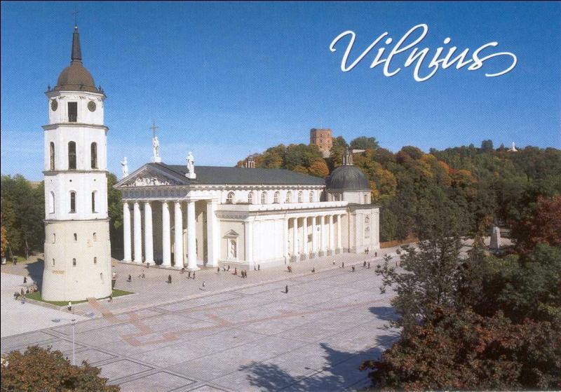 Voici la cathédrale de Vilnius, ville d'un pays situé sur la rive orientale de la mer Baltique. Quel est ce pays ?