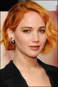 Un internaute s'est amusé à colorier les cheveux de cette star en roux ! (et ça lui va plutôt bien...) Qui est-elle ?
