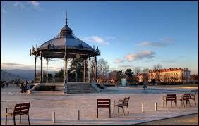 Où se situe Valence ?