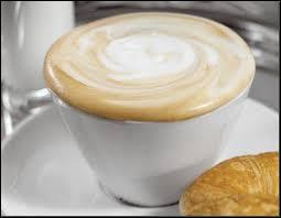 D'après une expression, on dit qu'on prend un café avec...