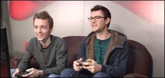 Comment s'appelle la chaîne où Cyprien et Squeezie testent des jeux vidéo ?