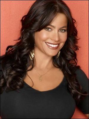 De quel sitcom diffusée sur M6 Sofia Vergara est-elle l'une des actrices principales ?