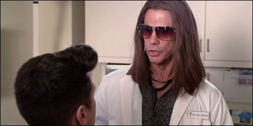 Qui interprète le rôle du Dr Hollywood ?