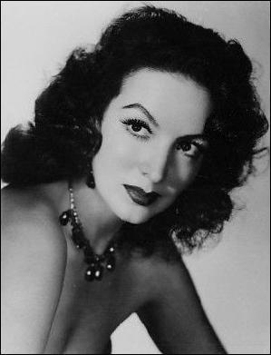 """Surnommée """"La Dame"""", cette actrice mexicaine est née le 8 avril 1914 et décédée le 8 avril 2002. Elle a notamment joué dans """"Les Héros sont fatigués"""" aux côtés d'Yves Montand, et le """"French-Cancan"""" de Renoir avec Jean Gabin comme partenaire. Quel est son nom ?"""