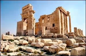 Quelle ville, au fabuleux patrimoine archéologique est actuellement, mai 2015, menacée de destruction ?