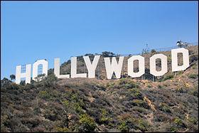 Grand amateur de films américains, mon voisin est parti visiter une importante ville. Laquelle ?