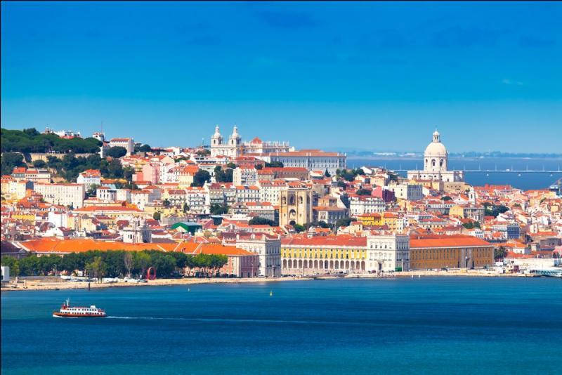 Parmi les trois villes suivantes, laquelle se trouve le plus à l'ouest de l'Europe continentale ?