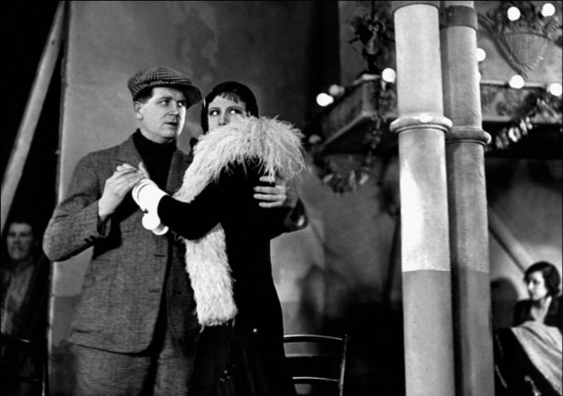 """Qui interprète la chanson du film """"Sous les toits de Paris"""" ?"""