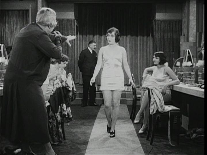 """Quelle est la particularité du film """"Au bonheur des dames"""" ?"""