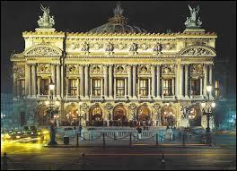 """Saviez-vous que dans le film """"La Grande vadrouille"""" Louis de Funès et Bourvil ont emprunté la rivière souterraine dite """"le lac"""" située à même les fondations de ce grand monument appelé """"l'Opéra Garnier"""". Réalité ou légende ?"""
