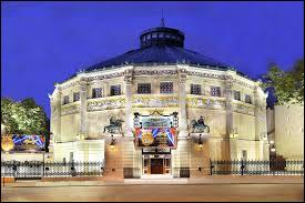 1852-2015 - Autrefois appelé Cirque Napoléon et voué à l'art équestre, le Cirque d'Hiver situé rue d'Amelot a donné lieu entres autres à de nombreuses émissions de télévision à succès. Saurez-vous les retrouver ?