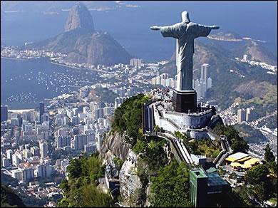 Ce mont, appelé le Corcovado, situé à Rio de Janeiro, est surmonté par une statue qui est celle du...