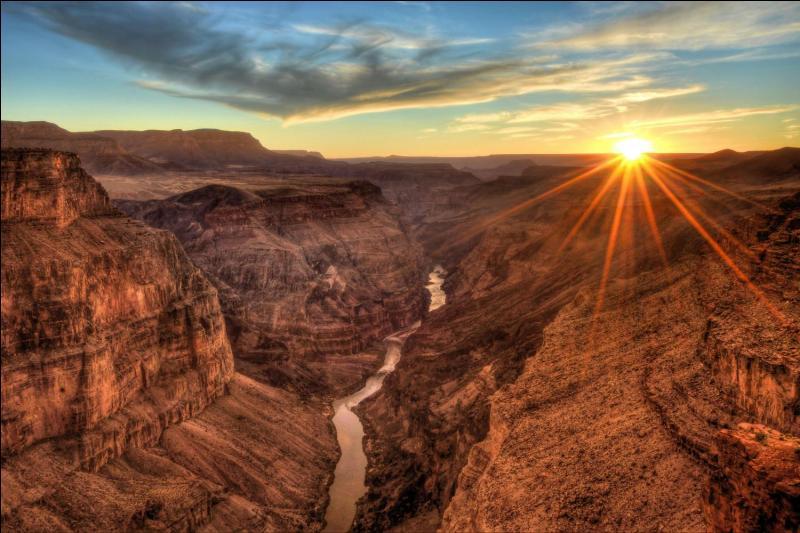 Quel fleuve traverse le Grand Canyon (Amérique) ?