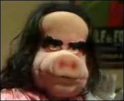 """Dans l'émission satirique """"Le Bébête show"""", quel était cet homme politique caricaturé sous la forme d'une cochonne ?"""