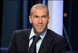 Quel était le numéro inscrit sur le maillot de Zinédine Zidane lors de la Coupe du monde de football en 1998 ?