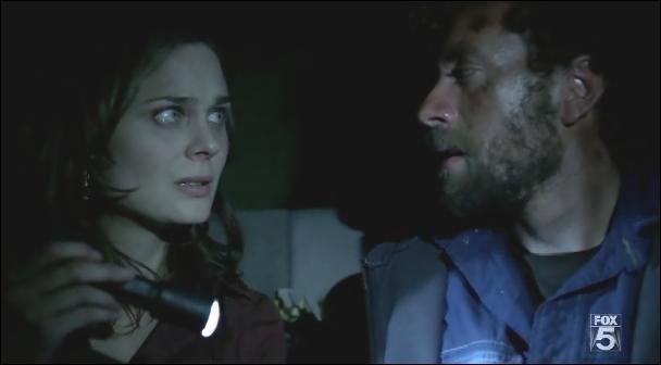 Par qui est-il enterré vivant dans l'épisode 2x09 (Aliens in a spaceship) ?