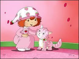 Comment s'appelle le petit chat rose de Charlotte aux fraises dans le dessin animé du même nom ?