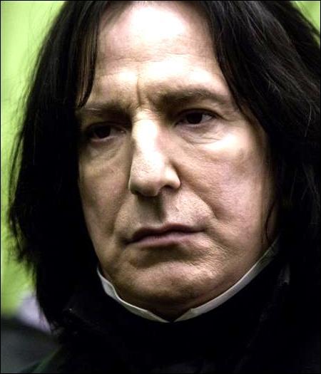 Finissons en beauté avec une spéciale Rogue. Attribuez les citations à leur propriétaire.« Mr _____ souhaite le bonjour au professeur Rogue et lui conseille de se laver les cheveux, s'il veut cesser de ressemblera un tas d'ordures. »