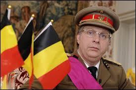 """Il a notamment fait plusieurs passages dans l'émission de Michel Drucker """"Champs-Elysées"""". Il anime quotidiennement """"Votez pour moi"""" sur Bel RTL depuis 2007. Qui est connu pour son imitation du roi Albert II ?"""