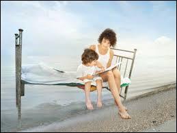 Complétez : « Maman lit un … à sa fille et ensuite fera ses …. avant de se coucher. »