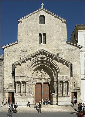 Histoire des arts : 5e - Quel adjectif correspond à l'architecture de cet édifice ?