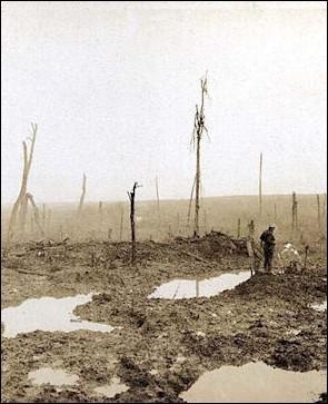 Les tranchées... Mot indissociable de la Première Guerre mondiale. Comment s'appelle l'espace qui se trouve entre deux tranchées ennemies ?