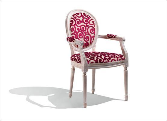 Les bras horizontaux d'un fauteuil sont...