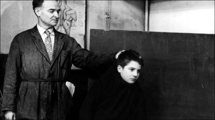 Pour commencer, votre prof de français est carrément sévère, il n'hésitera pas à vous punir injustement ! De quel film est-il issu ?