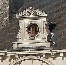 """Architecture. Petite baie de forme circulaire, appelée """"œil-de-bœuf"""" :"""