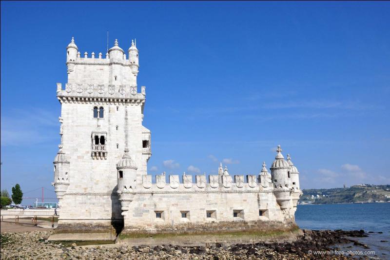 La tour de Belém a été construite sur les bords du Tage, de 1515 à 1521, pour garder l'entrée du port de la capitale portugaise qui est...