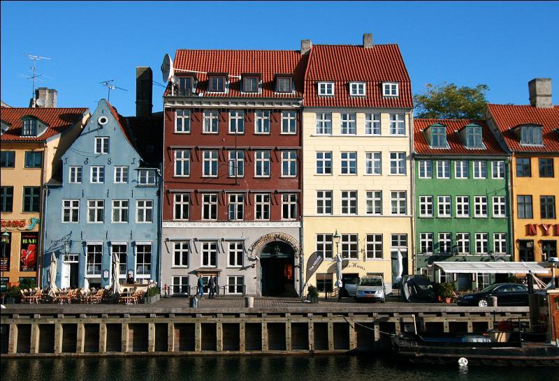 Au Danemark, admirez le côté nord de Nyhavn, canal bordé de maisons colorées construites avec du bois, des briques et du plâtre. La plus vieille maison, la numéro 9, date de 1661. Vous êtes à...