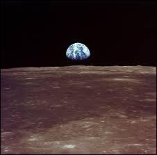 La Lune est plus grosse que la Terre.