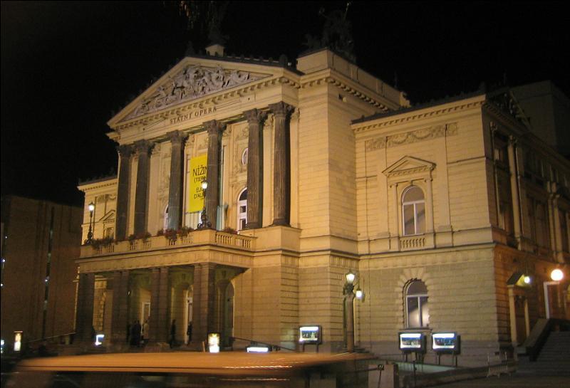 """""""Tel Tchèque, tel musicien"""". La musique joue un rôle de premier plan dans la vie culturelle de la capitale tchèque. L'Opéra d'État de ... abrite une troupe de ballet et d'opéra parmi les plus reconnues en Europe."""