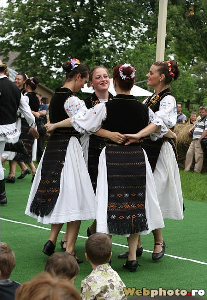 Le musée du village roumain, inauguré en 1936, est un écomusée en plein air qui retrace la vie rurale et les traditions paysannes de Roumanie. Où se trouve-t-il ?